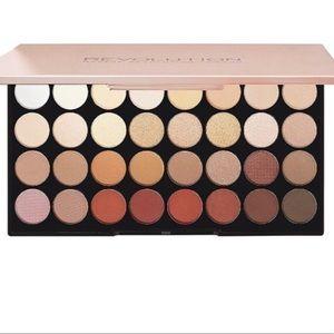 🆕 Revolution Eyeshadow Palette